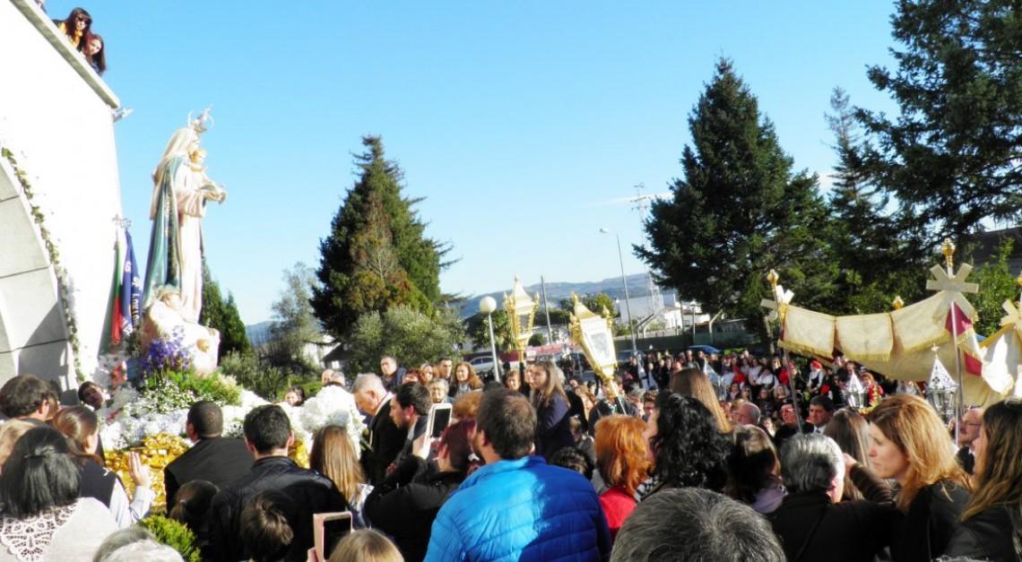Banho de multidão na procissão em honra de Nossa Senhora da Purificação