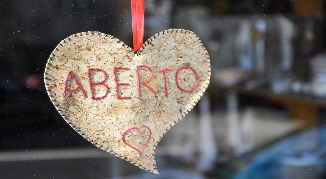 Passatempo. Empresas de Vila Verde desafiadas a decorarem os espaços com o amor dos Lenços de Namorados